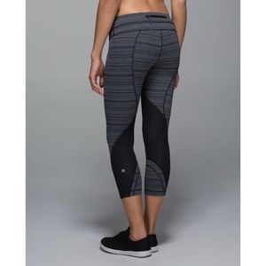 Lululemon. Inspire Crop. Cyber Stripe Deep Coal